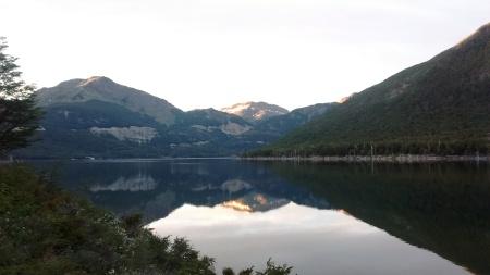 Amanhecer no lago Escondido