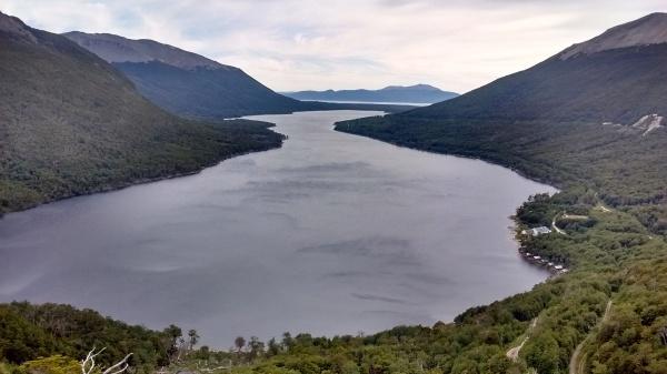 Lago Escondido (lago Khami ao fundo)